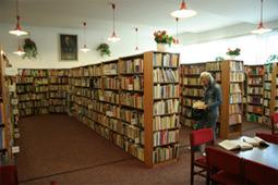 Wypożyczalnia wraz z czytelnią dla dorosłych w dawnym budynku biblioteki